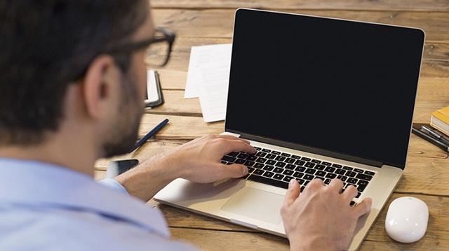 Laptop bật lên lúc lên nguồn lúc không rồi tắt khắc phục làm sao?
