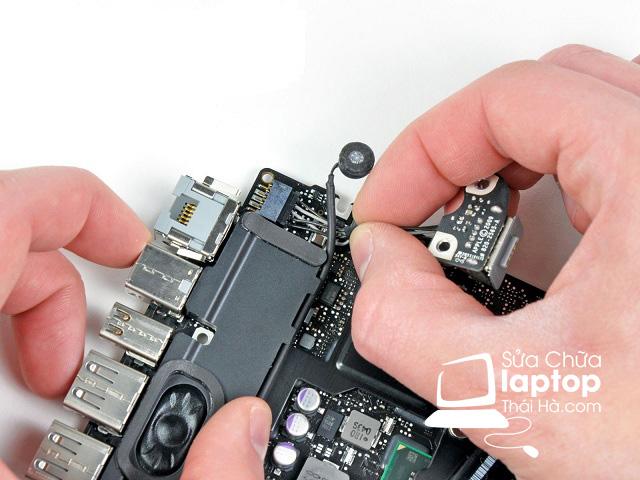 Lý giải vấn đề thay nguồn laptop giá bao nhiêu tiền? Sửa xong có bền không
